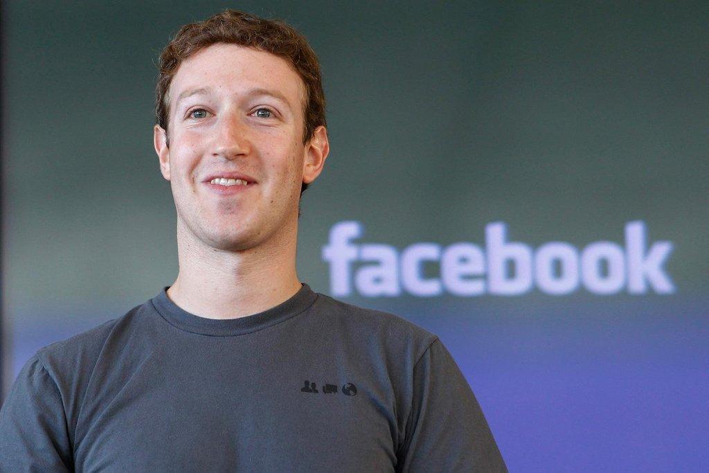 Tại sao Mark Zuckerberg thường xuyên mặc áo thun màu xám?