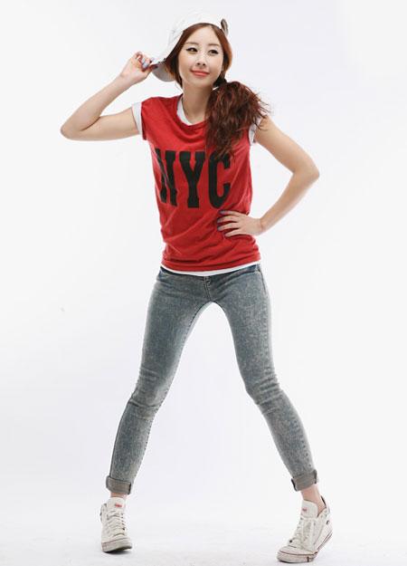 Áo thun + quần jeans