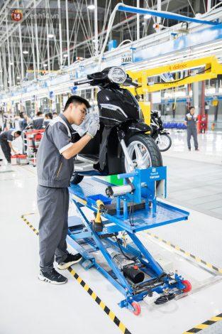 Áo bảo hộ lao động tay ngắn công nhân Nhà máy Vinfast 24