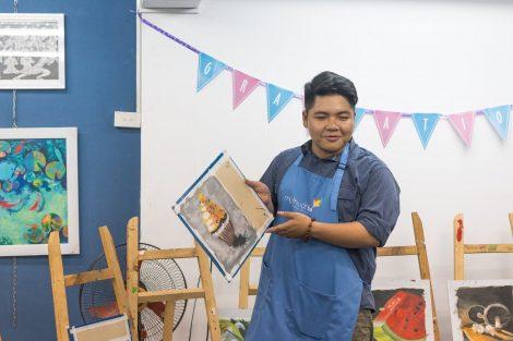 Ảnh đồng phục tạp dề Trung Tâm Dạy Vẽ Mỹ Thuật Bụi tại Hà Nội