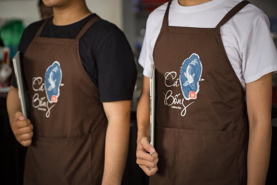 Ảnh thực tế đồng phục tạp dề Quán Cá Bống Cafe & Tea tại Rạch Giá Kiên Giang