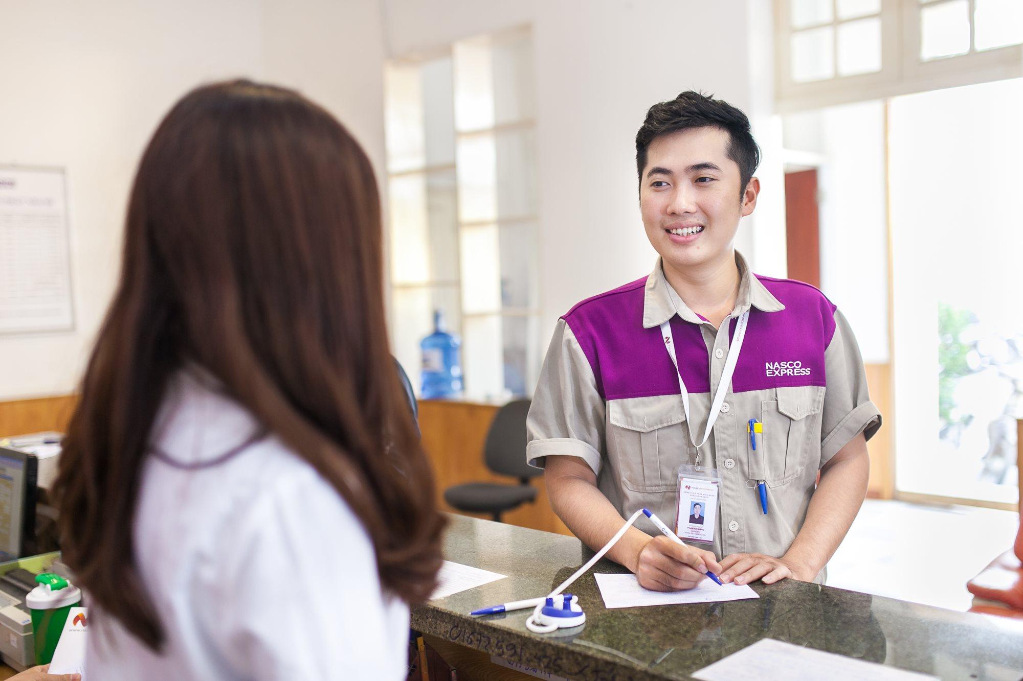 Áo bảo hộ đồng phục nhân viên Dịch Vụ Chuyển Phát Nhanh Nasco ở Hà Nội 18