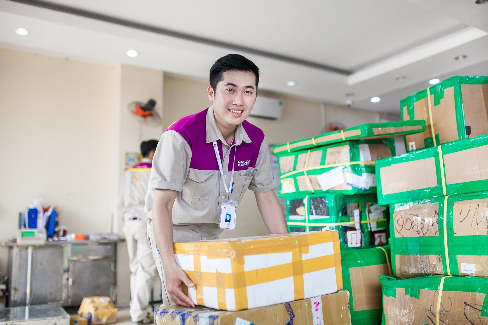 Áo bảo hộ đồng phục nhân viên Dịch Vụ Chuyển Phát Nhanh Nasco ở Hà Nội 24