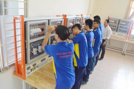 Áo đồng phục sinh viên Trường Đại Học Tôn Đức Thắng tại Quận 7 TPHCM