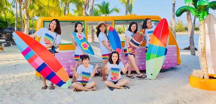 Những mẫu áo đồng phục đi biển mới lạ cho đội nhóm - 2
