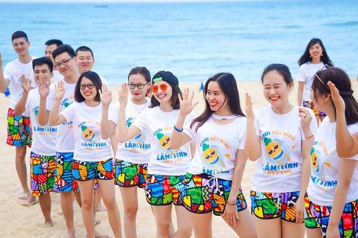 Những mẫu áo đồng phục đi biển mới lạ cho đội nhóm - 3